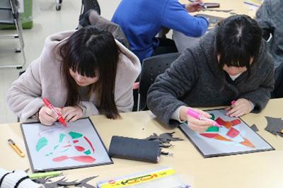 授業・実習風景 デザインを通して,アイデアの発想と表現方法を学びます