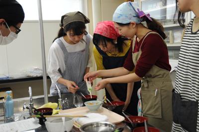授業・実習風景 My味噌汁の塩分濃度は濃い?