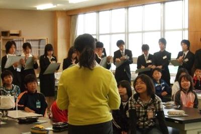 授業・実習風景 ベテラン教師の授業を参観します